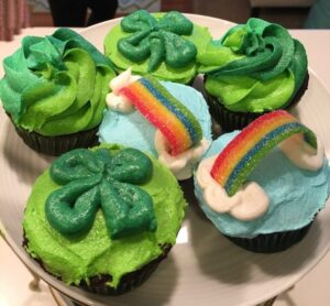 Shamrock and rainbow cupcakes